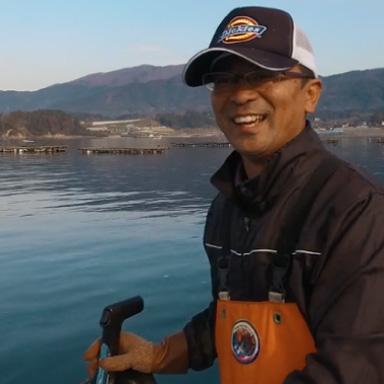 船を操る佐々木眞さん